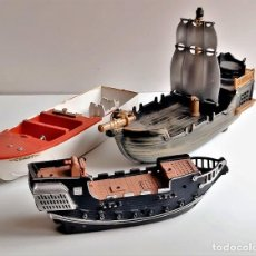 Modelos a escala: TRES BARCOS VARIOS - 22 A 30.CM LARGO PLASTICO DURO O PASTA. Lote 236229180