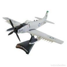 Modelos a escala: A-1H SKYRAIDER 1:110 AVION DE COMBATE DEL PRADO DIECAST #030. Lote 236321910