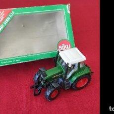 Modelos a escala: TRACTOR SIKU FARMER 1:32 MODELO 2968 CON CAJA.. Lote 241737510