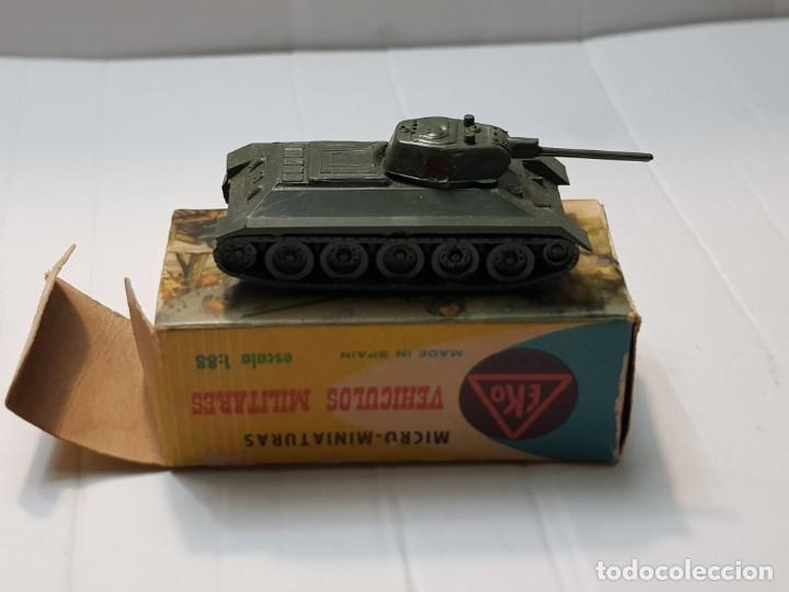 Modelos a escala: EKO VEHICULO MILITAR TANQUE T-34 RUSO escala 1:88 primera generación ref.4001 en caja original - Foto 2 - 247218685