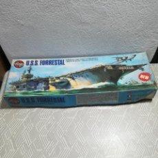 Modelos em escala: ANTIGUA MAQUETA DE BARCO PORTA AVIONES AMERICANO U. S. S FORRESTAL. Lote 266277558