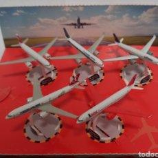 Modelos a escala: COLECCION DE 5 AVION AVIONCITOS MINIATURA ESCALA 5CM AIRBUS A330 300 KINDER SURPRISE SORPRESA. Lote 288683398