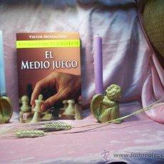 Coleccionismo deportivo: REVOLUCIONA TU AJEDREZ II EL MEDIO JUEGO - VIKTOR MOSKALENKO. Lote 26734243