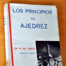 Coleccionismo deportivo: LOS PRINCIPIOS DEL AJEDREZ - DEL DR. RAMÓN REY ARDID - CAMPEÓN DE ESPAÑA - 3ª EDICIÓN - AÑO 1942. Lote 52745676