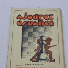 Coleccionismo deportivo: REVISTA AJEDREZ ESPAÑOL JUNIO 1951 - NUM. 114. TIENE 56 PAGINAS Y MIDE 24 X 17 CMS.. Lote 63098060