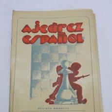 Coleccionismo deportivo: REVISTA AJEDREZ ESPAÑOL ENERO 1953 - NUM. 133, TIENE 56 PAGINAS Y MIDE 24 X 17 CMS.. Lote 63099540