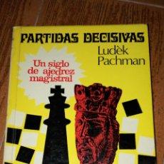 Coleccionismo deportivo: C62 LIBRO AJEDREZ PARTIDAS DECISIVAS PACHMAN ESCAQUES MR MARTINEZ ROCA. Lote 72333533