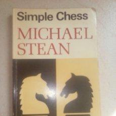 Coleccionismo deportivo: SIMPLE CHESS. MICHAEL STEAN. PRINCIPIOS BÁSICOS DEL AJEDREZ.. Lote 87434212