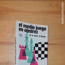 Coleccionismo deportivo: EL MEDIO JUEGO EN AJEDREZ. TOMOS I-II - MAX EUWE/HAIJE KRAMER, EDICIONES LIMITADAS CATALAN AZT3. Lote 111741451