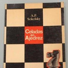Coleccionismo deportivo: CELADAS EN AJEDREZ , DE SOKOLSKY , EDICIONES LIMITADAS CATALAN 1ª EDICIÓN 1975 MUY BUEN ESTADO. Lote 124273159