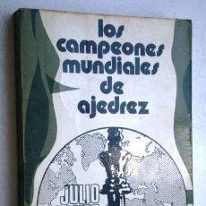 Coleccionismo deportivo: LOS CAMPEONES MUNDIALES DE AJEDREZ POR JULIO GANZO DE ED. RICARDO AGUILERA EN MADRID 1972. Lote 131031716