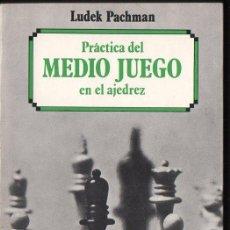 Coleccionismo deportivo: LUDEK PACHMAN :PRÁCTICA DEL MEDIO JUEGO EN AJEDREZ (ESCAQUES, 1987). Lote 133561142