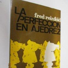 Coleccionismo deportivo: LA PERFECCIÓN EN AJEDREZ - FRED REINFELD - COLECCIÓN ESCAQUES 1983. Lote 144055998