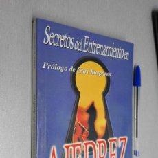 Coleccionismo deportivo: SECRETOS DEL ENTRENAMIENTO EN AJEDREZ / MARK DVORETSKY - PRÓLOGO DE KASPAROV / ED. NERÁN 1ª ED. 2002. Lote 147321570
