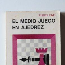 Coleccionismo deportivo: RUBEN FINE - EL MEDIO JUEGO EN AJEDREZ - SOPENA. Lote 181024151