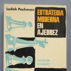 Coleccionismo deportivo: ESTRATEGIA MODERNA EN AJEDREZ. LUDEK PACHMAN. Lote 182982100