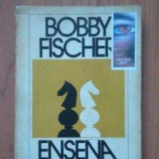 Coleccionismo deportivo: AJEDREZ BOBBY FISCHER ENSEÑA AJEDREZ ED. POMAIRE. Lote 189412683
