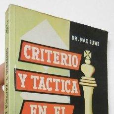 Coleccionismo deportivo: CRITERIO Y TÁCTICA EN EL AJEDREZ - MAX EUWE. Lote 195378552