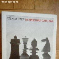 Coleccionismo deportivo: LA APERTURA CATALANA. Y. N. NEUSTADT. COLECCIÓN ESCAQUES 32. Lote 229718990