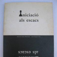 Coleccionismo deportivo: INICIACIÓ ALS ESCACS - ANTONIO LÓPEZ MANZANO - JOAN SEGURA VILA - EN CATALÁN - AÑO 1992.. Lote 210578400