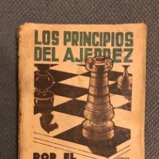 Coleccionismo deportivo: LOS PRINCIPIOS DEL AJEDREZ, POR RAMÓN REY ARDID, 1A. EDICION 1939 AÑO DE LA VICTORIA. Lote 215755615