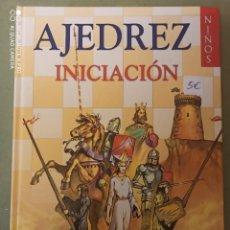 Coleccionismo deportivo: INICIACIÓN AL AJEDREZ. Lote 220406160