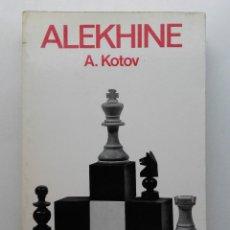 Coleccionismo deportivo: ALEKHINE - A. KOTOV - COLECCION ESCAQUES - ED. MARTÍNEZ ROCA, 1975 - AJEDREZ. Lote 232410635