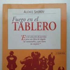 Coleccionismo deportivo: FUEGO EN EL TABLERO - ALEXEI SHIROV - ED. TUTOR - 1998 - AJEDREZ. Lote 232413665