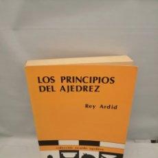 Coleccionismo deportivo: LOS PRINCIPIOS DEL AJEDREZ. Lote 243563970