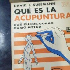 Libros: QUE ÉS LA ACUPUNTURA QUE PUEDE CURAR COMO ACTÚA DAVID J, SUSSMAN. Lote 254601600