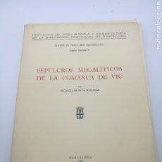 Libros antiguos: SEPULCROS MEGALÍTICOS DE LA COMARCA DE VIC. Lote 235401860