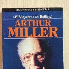 Libri antichi: EL VIAJANTE DE BEIJING · ARTHUR MILLER · PLAZA & JANES MEMORIAS, 1984. Lote 196158015