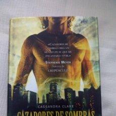 Libros antiguos: CAZADORES DE SOMBRAS 2 CIUDAD DE CENIZA - CASSANDRA CLARE. Lote 147857450
