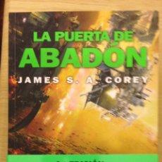 Libros antiguos: JAMES A. S. COREY . LA PUERTA DE ABADON . NOVA , ED B . EJEMPLAR NUEVO. Lote 194928703