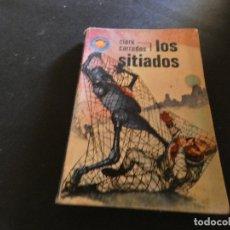 Libros antiguos: ESTADO ACEPTABLE LIBRO CIENCIA FICCION Y FANTASIA ESPACIO FUTURO LOS SITIADOS. Lote 178883865
