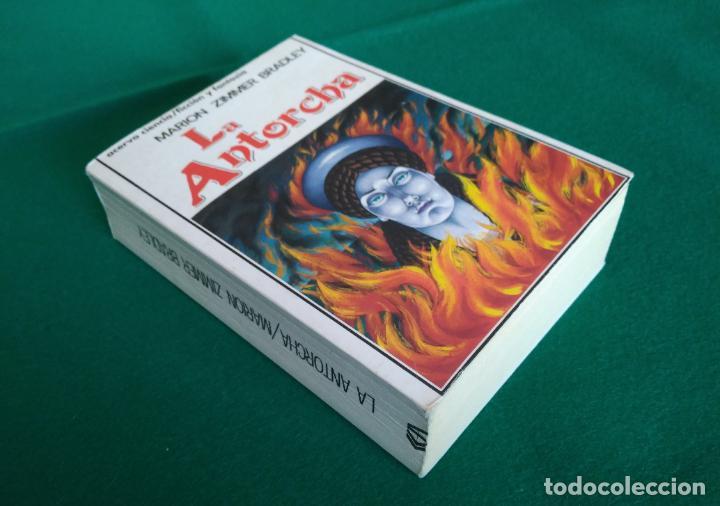 Libros antiguos: LA ANTORCHA - MARION ZIMMER BRADLEY - EDITORIAL ACERVO - 1ª EDICIÓN AÑO 1989 - Foto 2 - 190529410