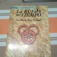 Libros antiguos: LA RUEDA DEL TIEMPO - ASEDIO A TAR VALON. Lote 191007067
