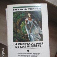 Libros antiguos: LA PUERTA AL PAÍS DE LAS MUJERES - SHERI S. TEPPER EDICIONES B. NOVA, 1994, SIN LEER. Lote 197781970