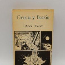 Libros antiguos: CIENCIA Y FICCION. PATRICK MOORE. ED. TAURUS. MADRID, 1965. PAGS: 256.. Lote 247063390