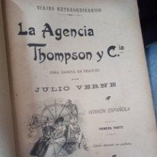 Libros antiguos: LA AGENCIA THOMPSON Y CIA. VIAJES EXTRAORDINARIOS. VERNE, JULIO. 3 VOL. SÁENZ JUBERA. MADRID, 1900. Lote 254521250