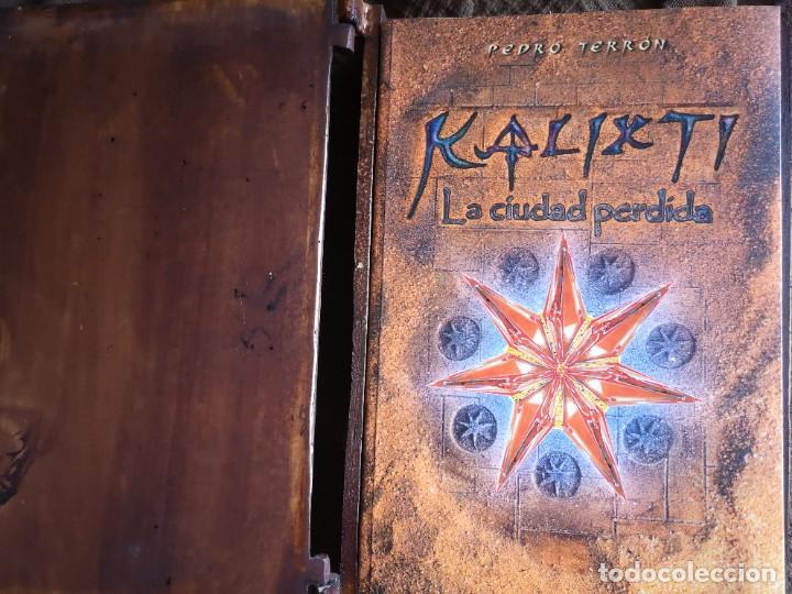 Libros antiguos: Libro la llave del amanecer y la ciudad perdida tapa de madera - Foto 9 - 285415363