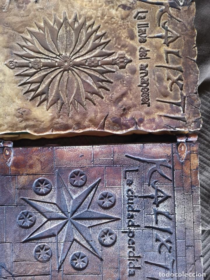 Libros antiguos: Libro la llave del amanecer y la ciudad perdida tapa de madera - Foto 12 - 285415363