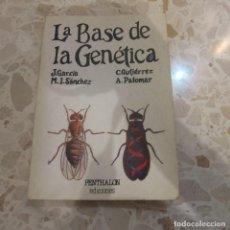 Libros antiguos: LA BASE DE LA GENÉTICA - PENTHALON EDICIONES. Lote 127879591