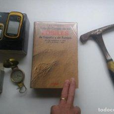 Libros antiguos: GUÍA DE CAMPO DE LOS FÓSILES DE ESPAÑA Y DE EUROPA.GÓMEZ ALBA.OMEGA.LOTE.MARTILLO GEÓLOGO+GPS+BRÚJ.. Lote 198824977