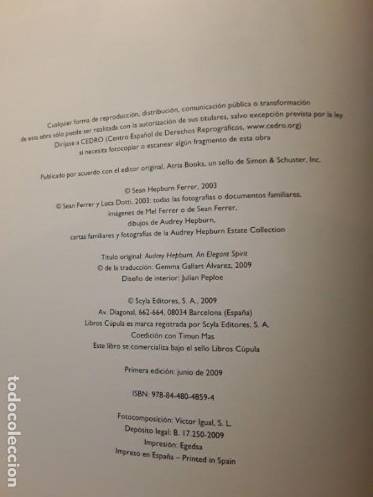 Libros antiguos: Un espíritu elegante (Audrey Hepburn). Libros Cúpula. Excelente estado. Biografía - Foto 3 - 255574765