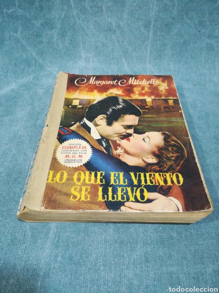 Libros antiguos: LO QUE EL VIENTO SE LLEVÓ - MARGARET MITCHELL - EDICIÓN COMPLETA ILUSTRADA CON FOTOS DEL FILM - 1949 - Foto 2 - 268600984