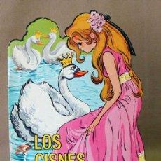 Libros antiguos: LOS CISNES SALVAJES, CUENTO TROQUELADO, MARIA PASCUAL, EDICIONES TORAY, BARCELONA, 1970S . Lote 14453947