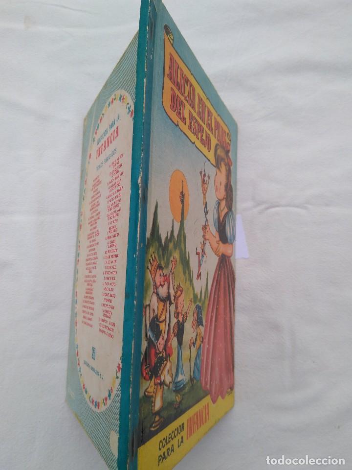 Libros antiguos: ALICIA EN EL PAIS DEL ESPEJO. COLECCIÓN PARA LA INFANCIA - Foto 2 - 105745227