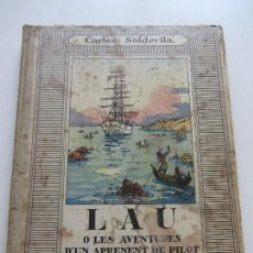 Libros antiguos: LAU O LES AVENTURES D´UN EPRENENT DE PILOT CARLES SOLDEVILA ILUSTRACIONES JUNCEDA ED. MENTOR CSD101. Lote 115190567