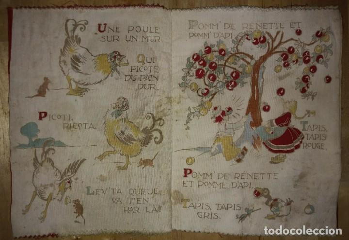Libros antiguos: Libro impreso en tela del ilustrador infantil Félix Lorioux Une poule sur un mur dessins F. Lorioux - Foto 3 - 116803079
